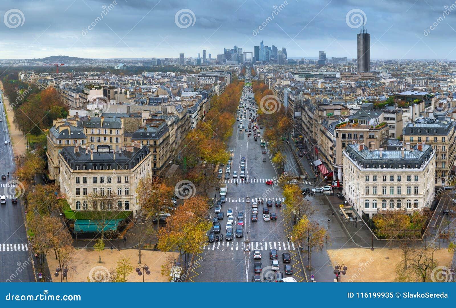 Widok alei des czempiony Elysees w Paryż od łuku De Trio