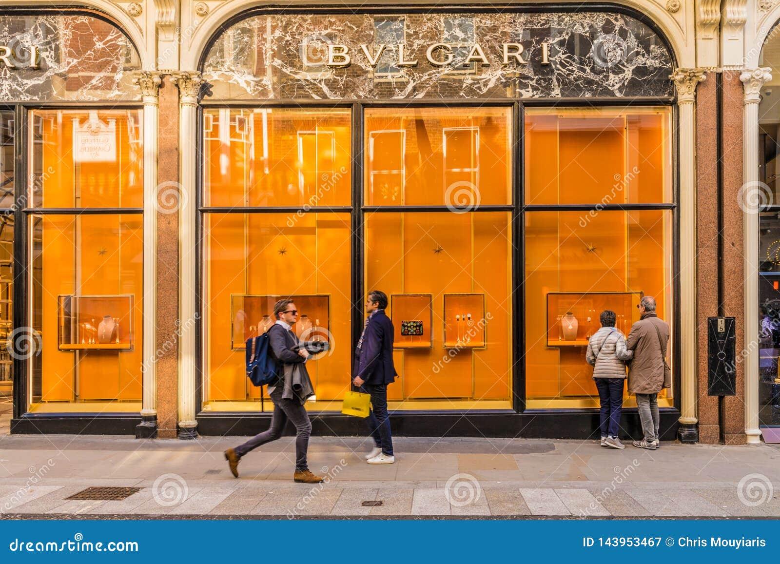 Widok bogaci więzi ulica w London