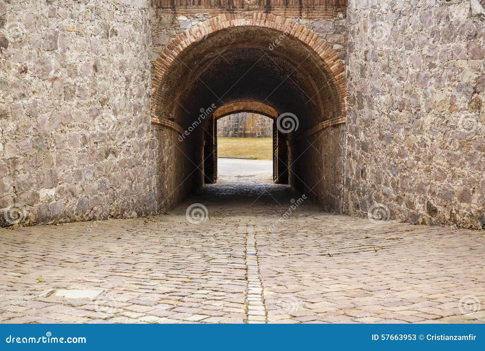 Widok Castillo De Montjuic na halnym Montjuic w Barcelona,