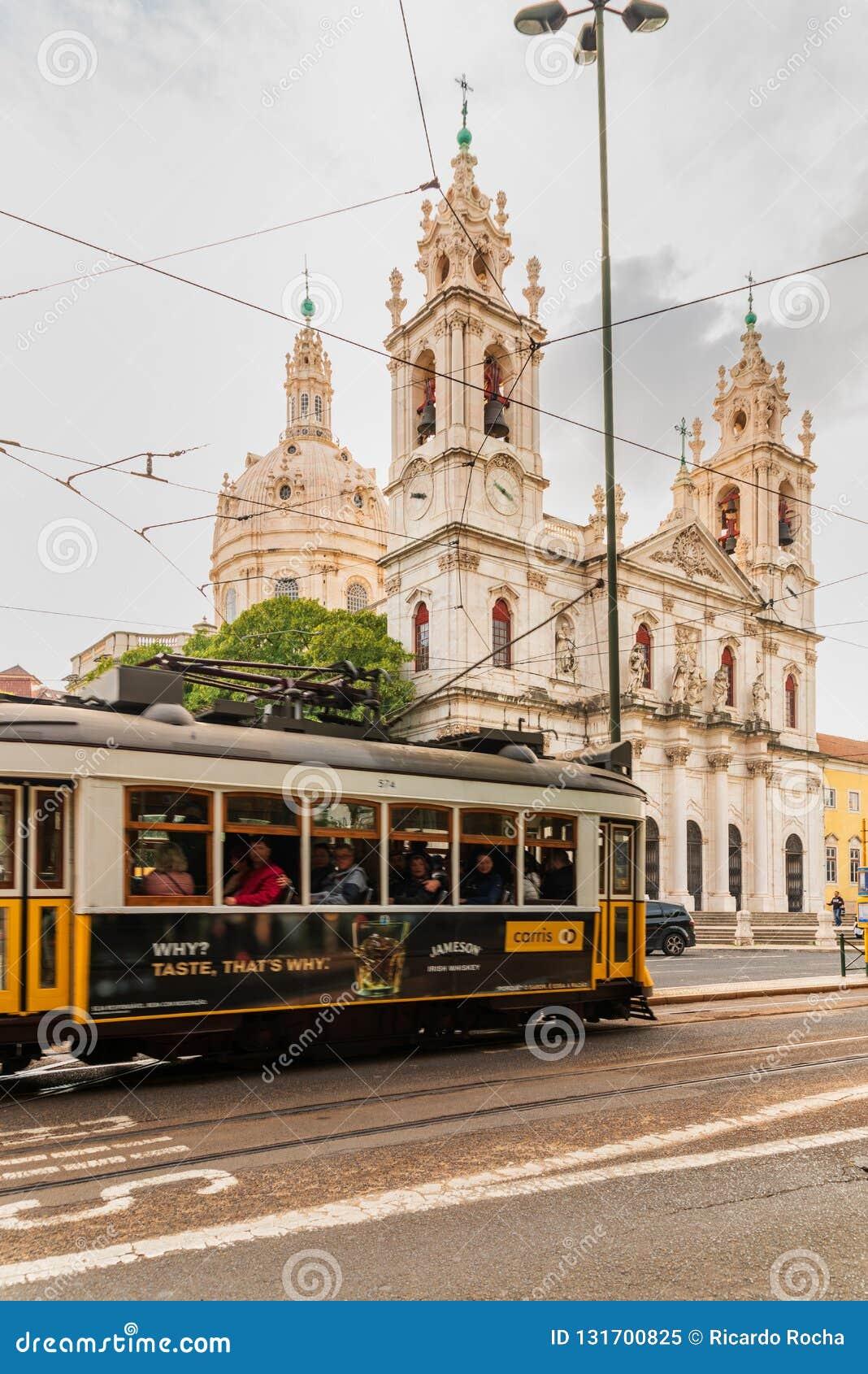 Widok Estrela kościół w Lisbon