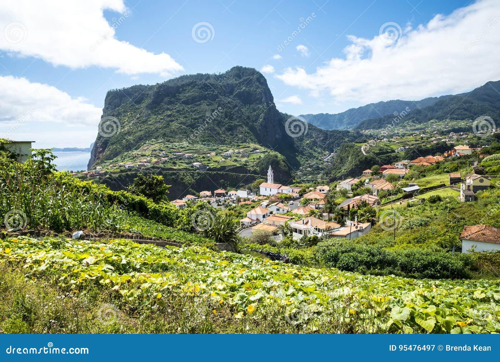 Widok Faial i skała Penha De à  orła lub guia, madera, Portugalia
