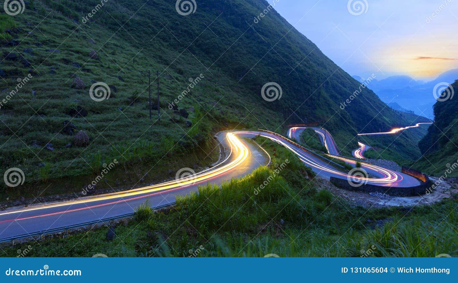 Widok górski od jenu Minh Van po drodze