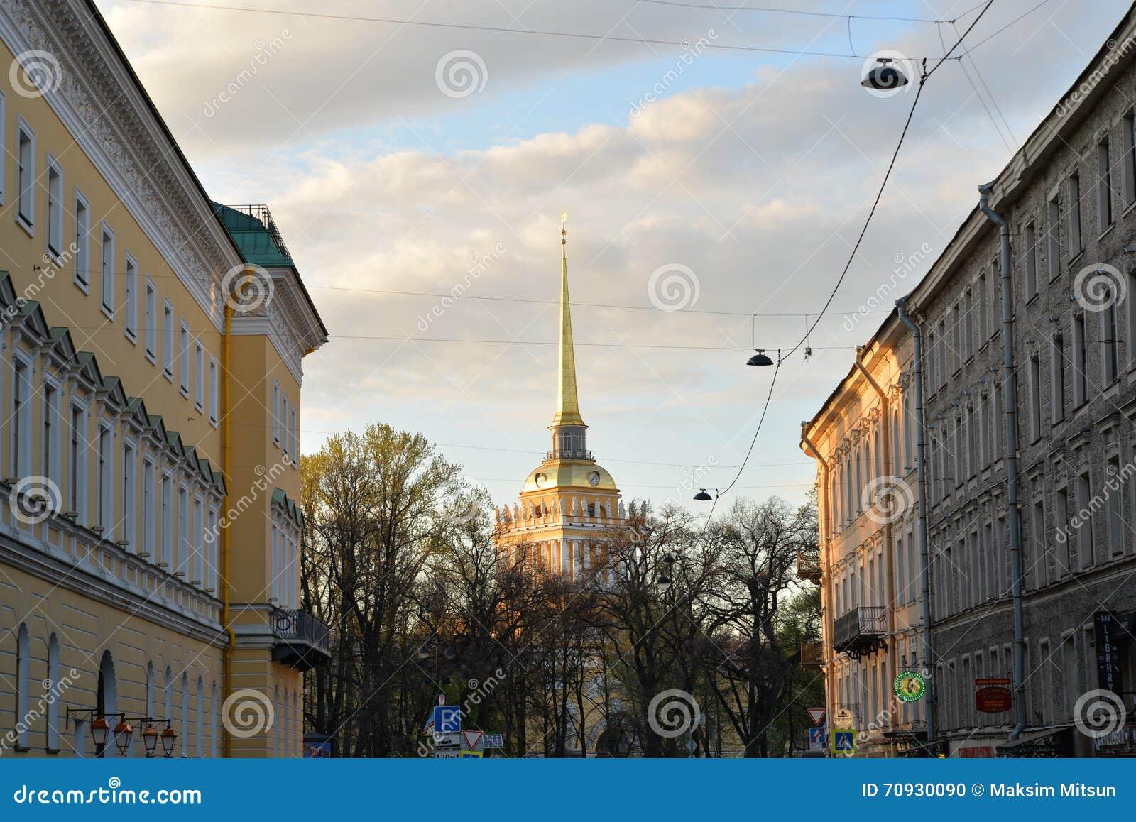 Widok iglica admiralicja w Voznesensky perspektywie,