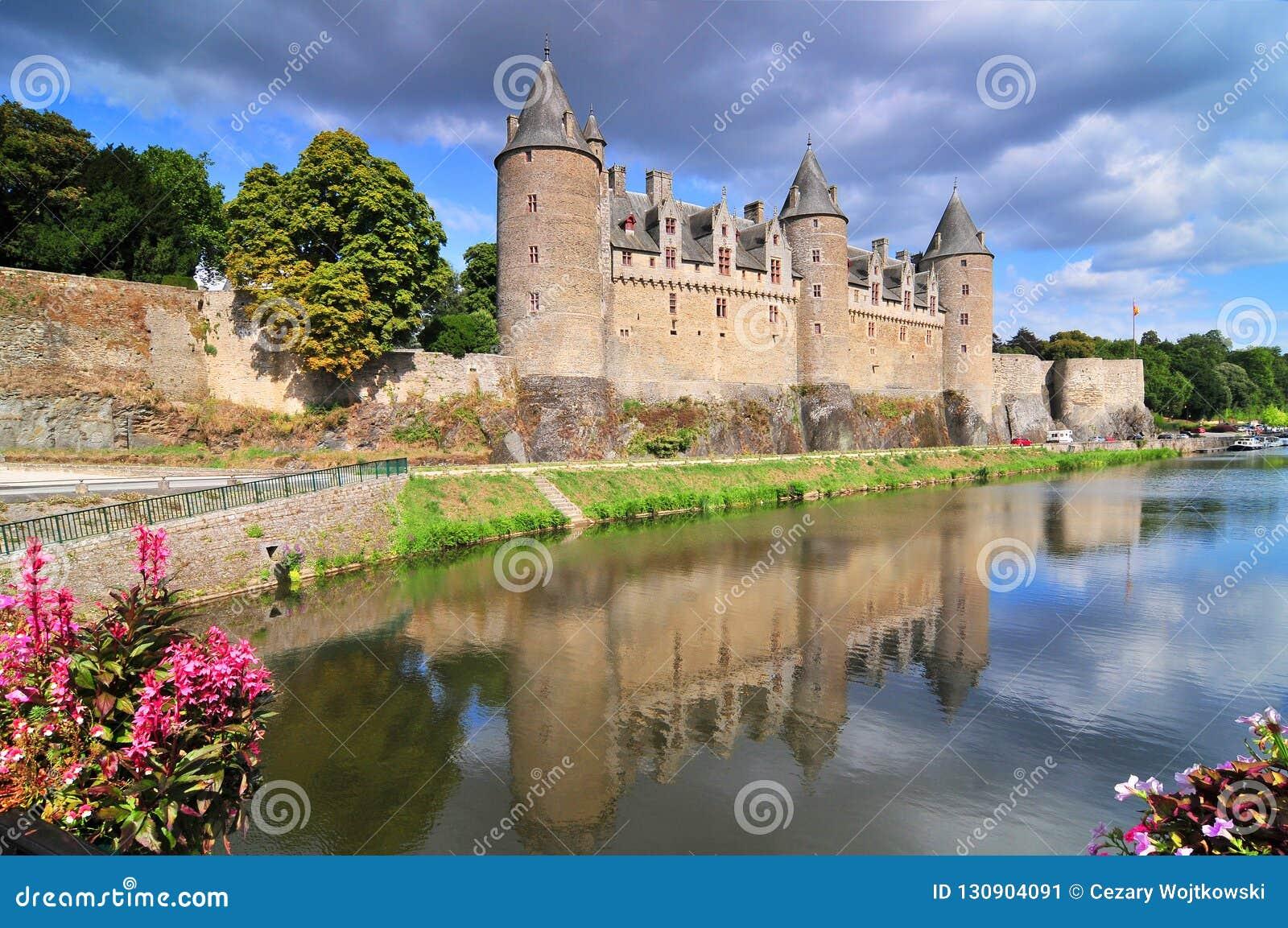 Widok kasztel miasto Josselin w Bretagne, Francja