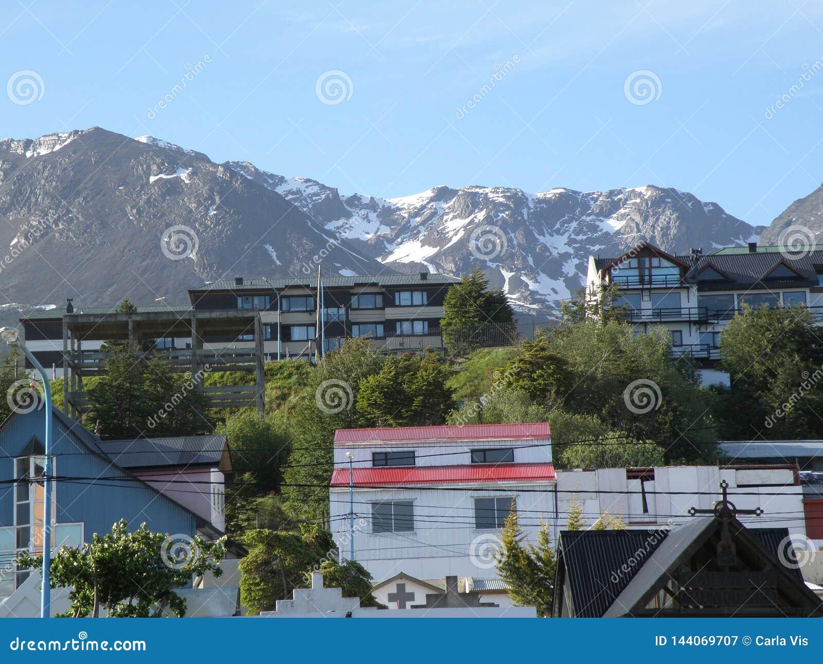 Widok miasto Usuahia Argentyna Ty możesz widzieć piękne śnieżne góry na plecy
