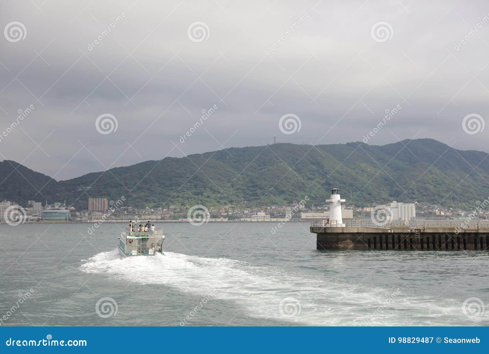 Widok Moji, Kitakyushu miasto przy statkiem