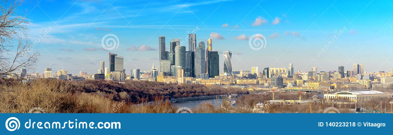 Widok Moskwa miasto z Vorobyovy wzgórzami