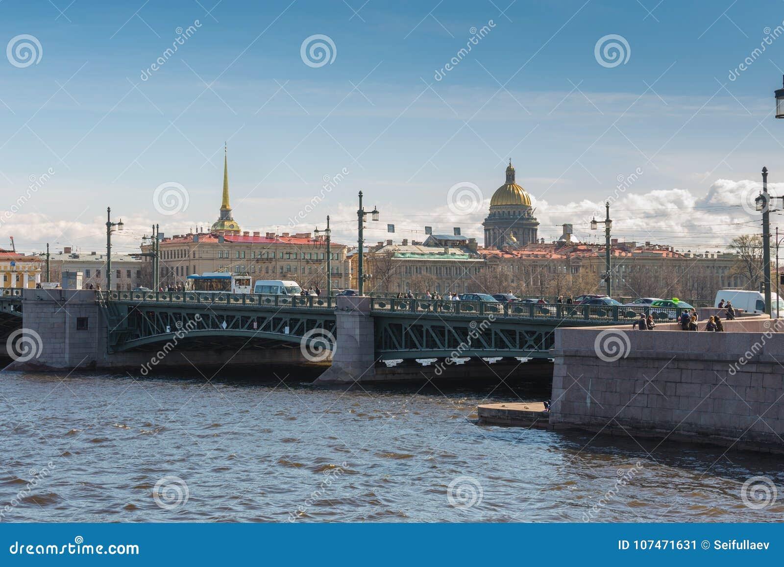 Widok na świętego Isaac ` s katedrze i admiralicja budynku, święty Petersburg