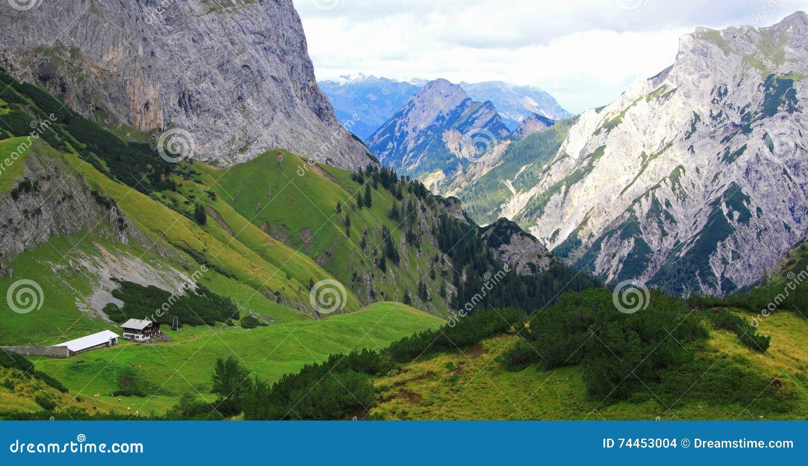 Widok na alp w karwendel górach europejscy alps (gramai)