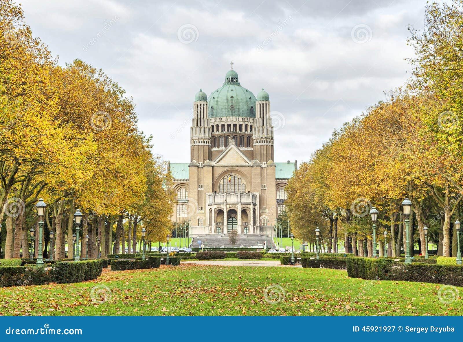 Widok na bazylice Święty serce od Elisabeth parka