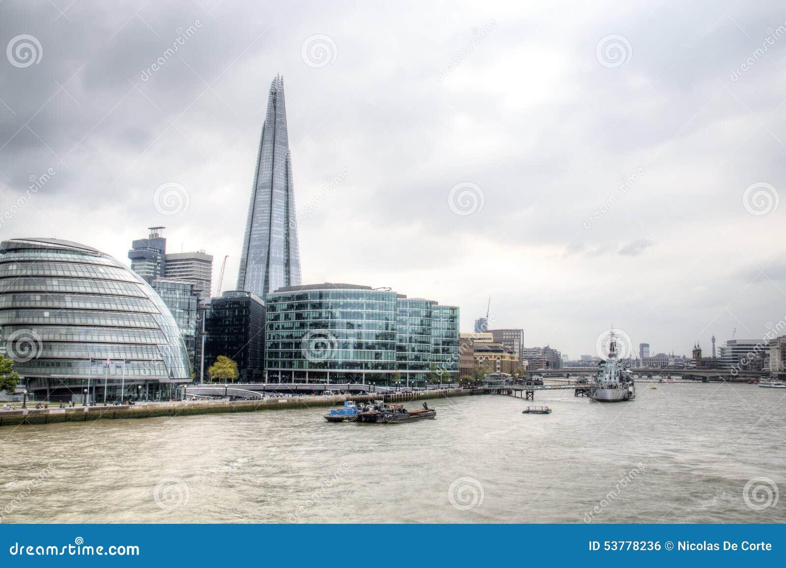 Widok na Londyńskiej linii horyzontu od Thames rzeki, Londyn, UK