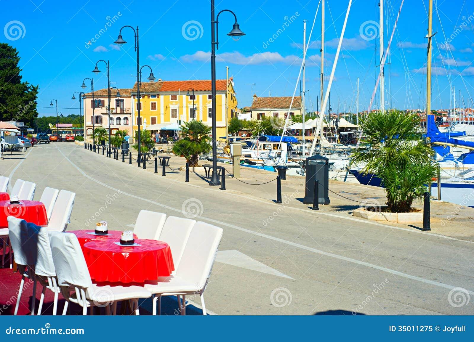 Widok na quay w Novigrad, Chorwacja
