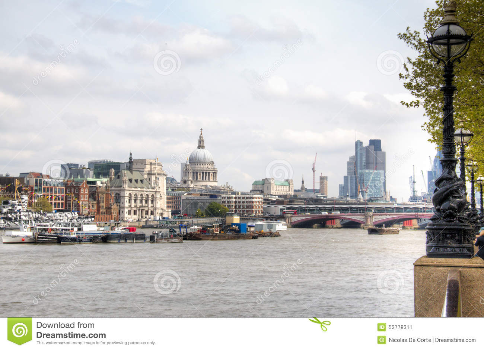 Widok nad Thames z Saint Paul katedrą