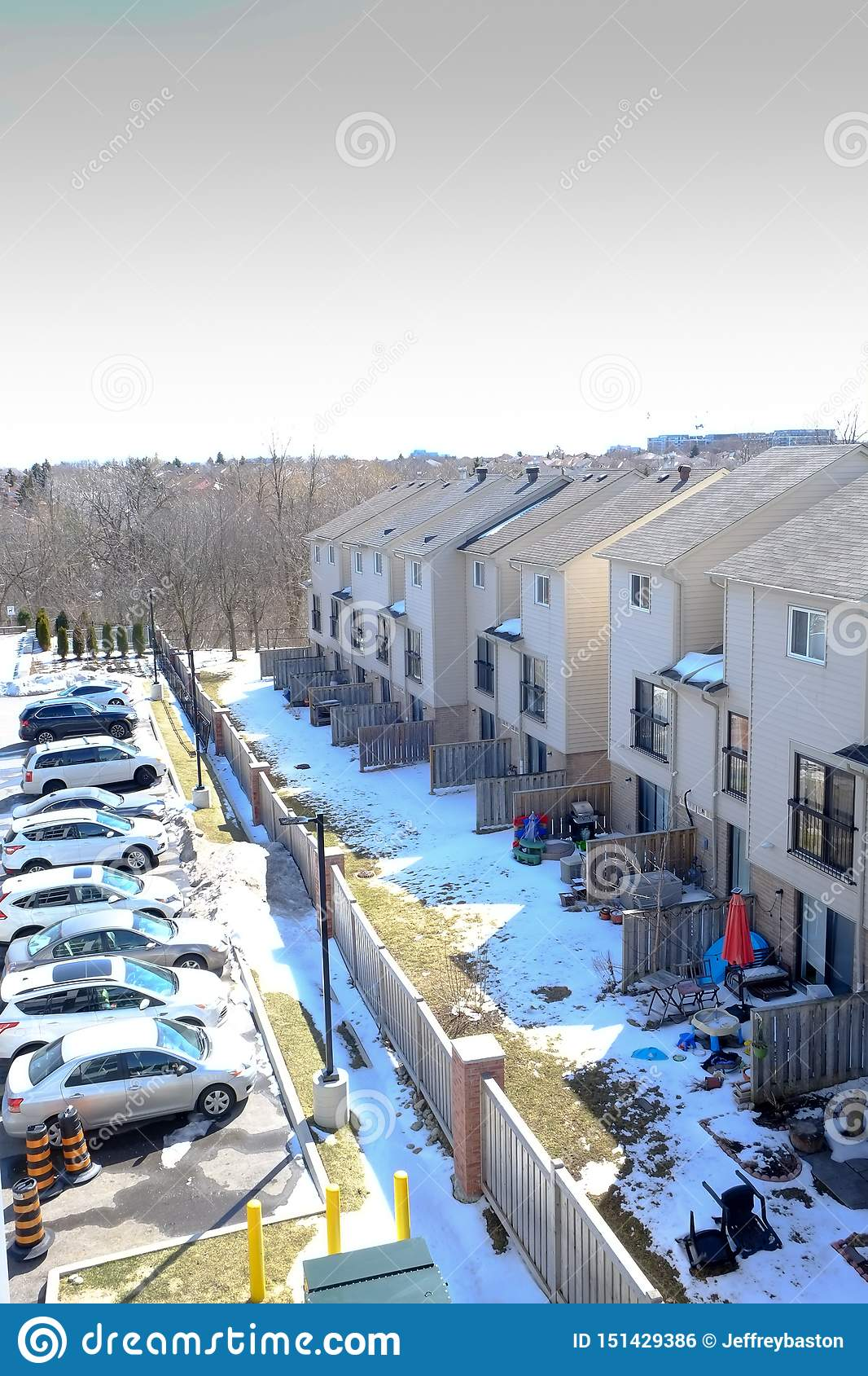 Widok nasz sąsiad od nasz mieszkania własnościowego