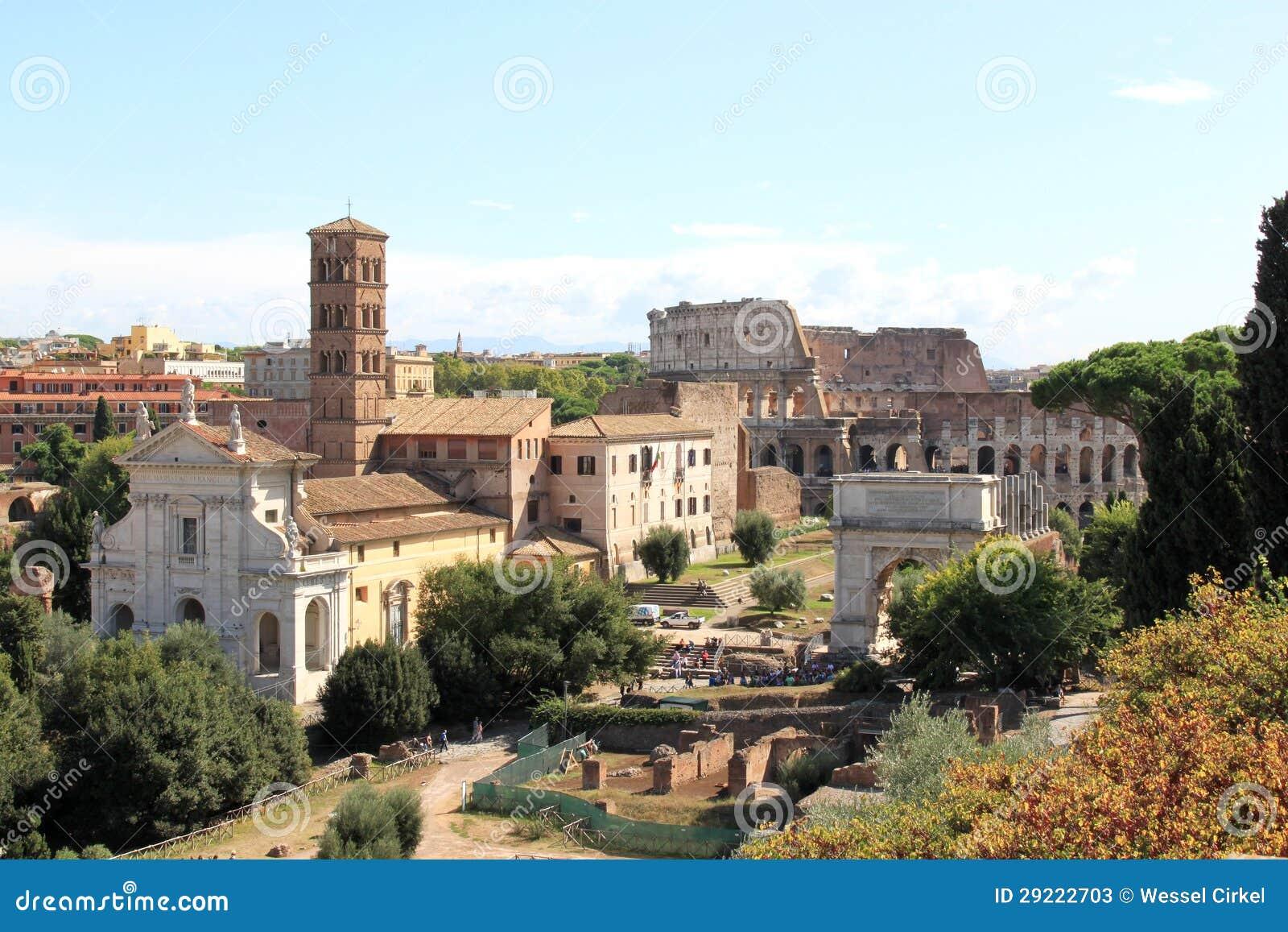 Widok od palatynu wzgórza przy ruinami w Rzym, Włochy