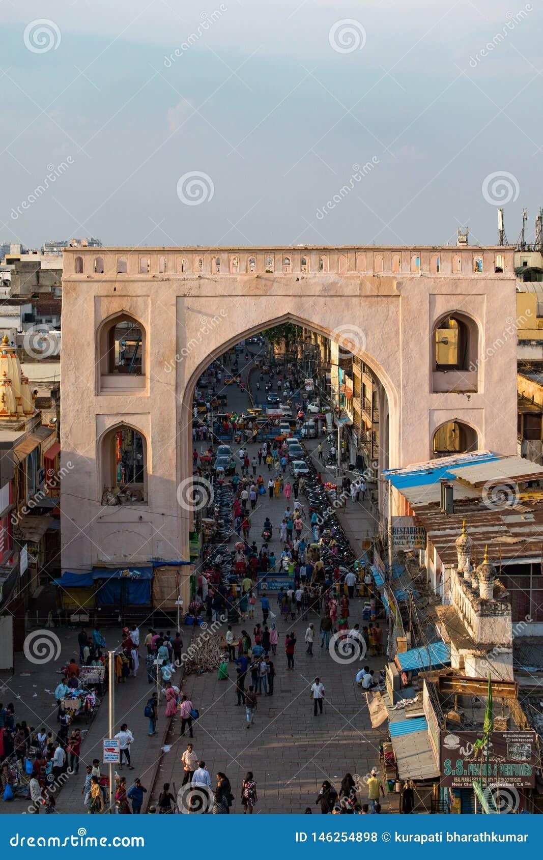 Widok od wielkiej ikony Hyderabad charminar