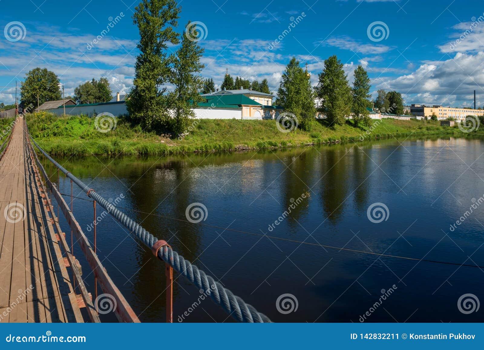 Widok od zawieszenie mosta