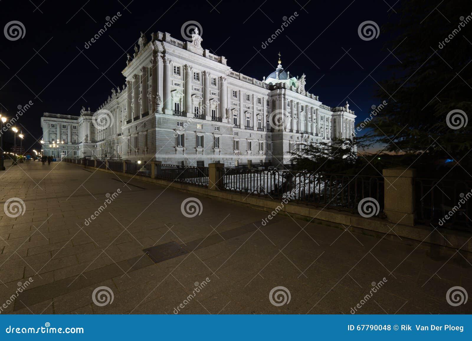 Widok Palacio real nocą