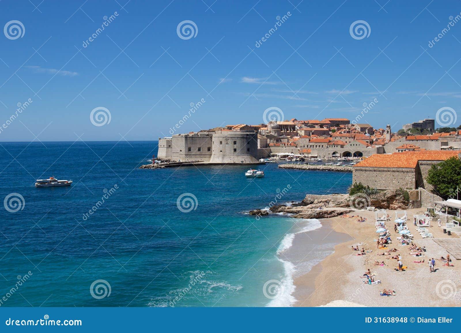 Widok plaża w starym Dubrovnik