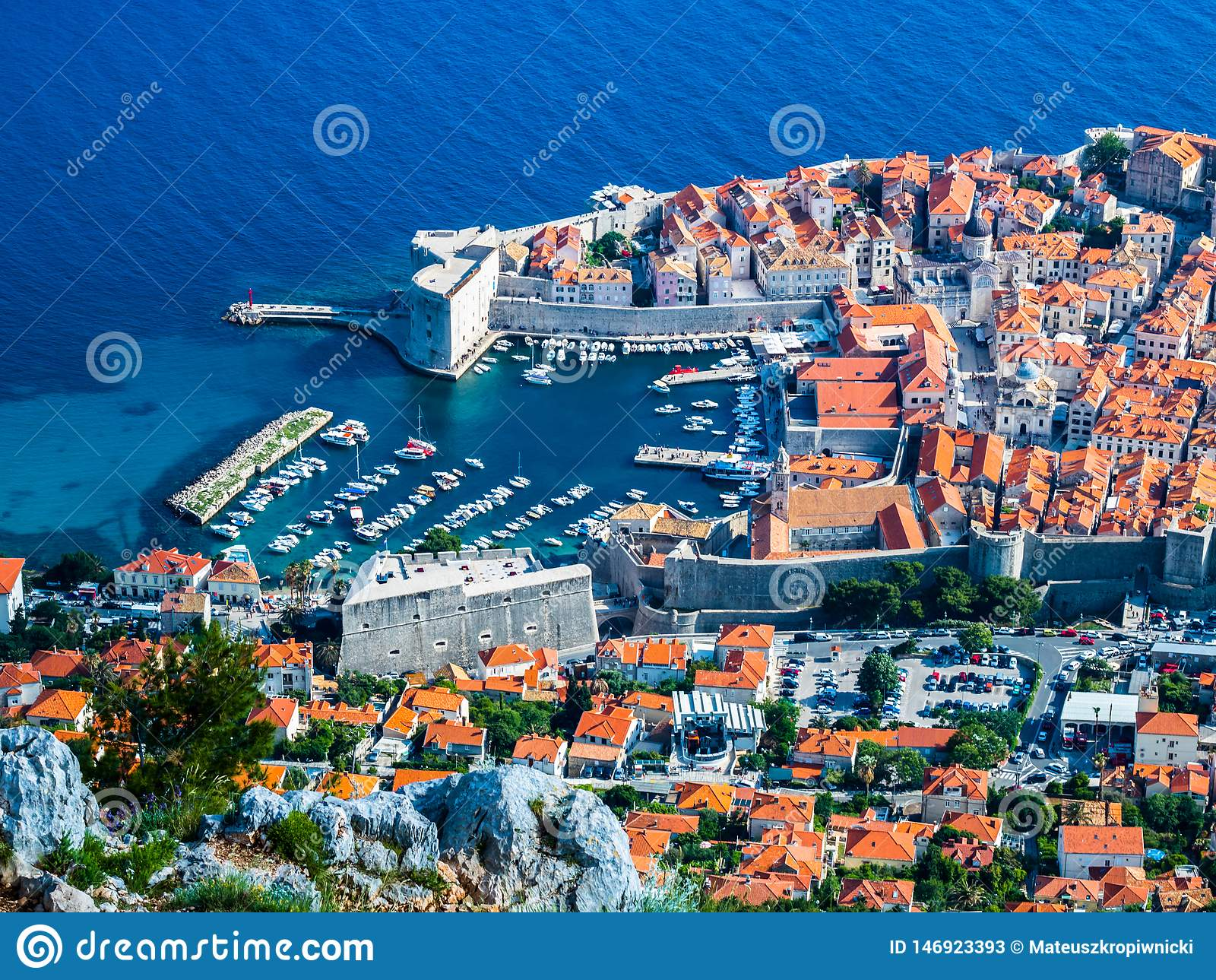 Widok portowy i stary miasteczko w Dubrovnik mieście