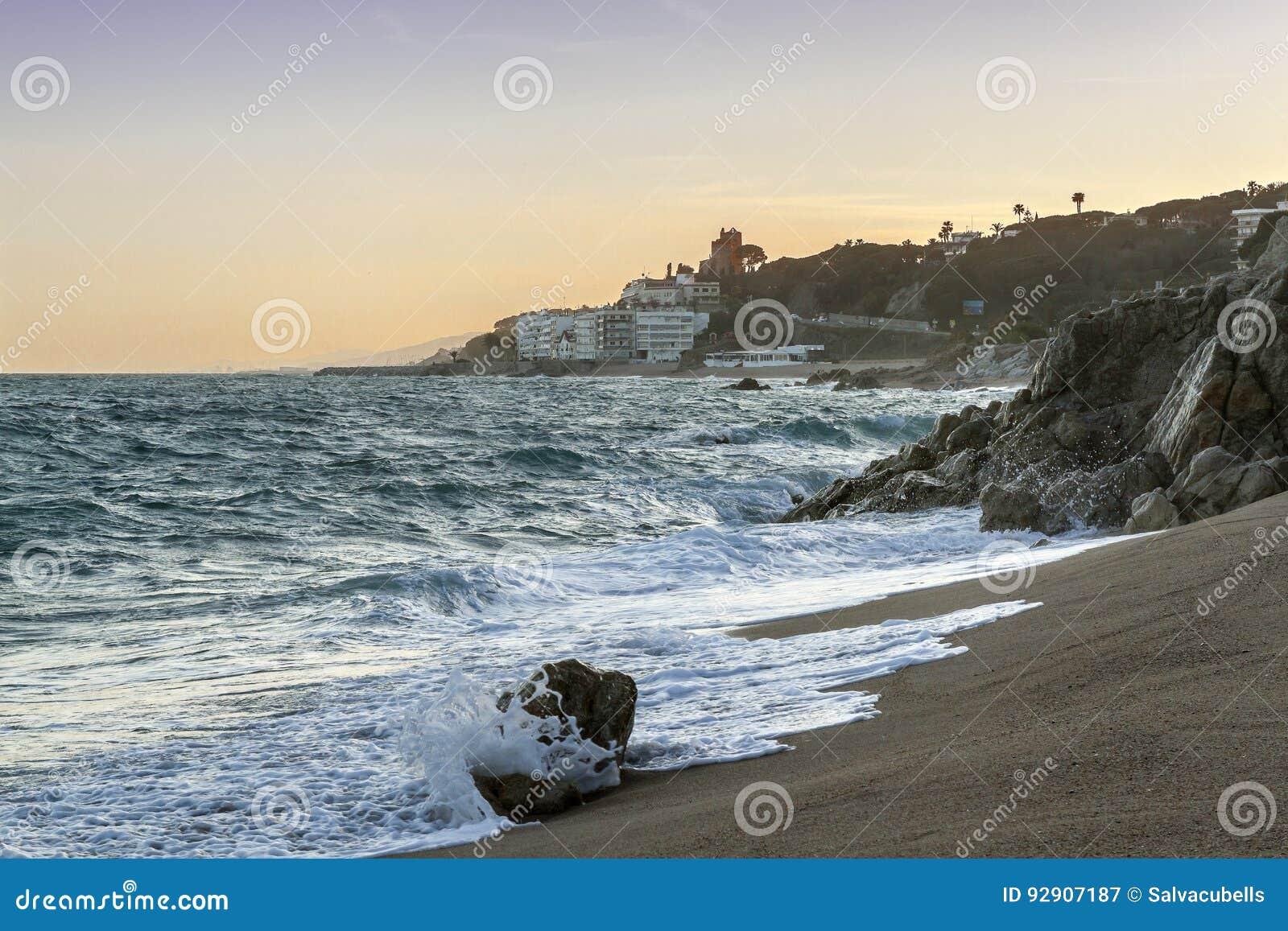 Widok Sant Polityk De Mącący od plaży