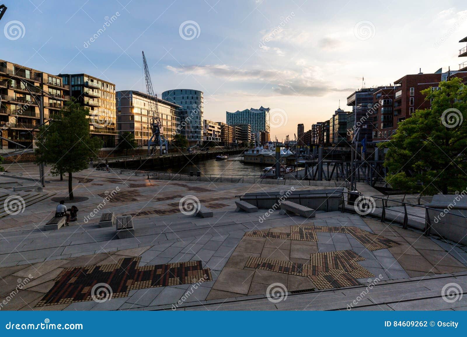 Widok Speicherstadt, także nazwany Hafen miasto w Hamburg,