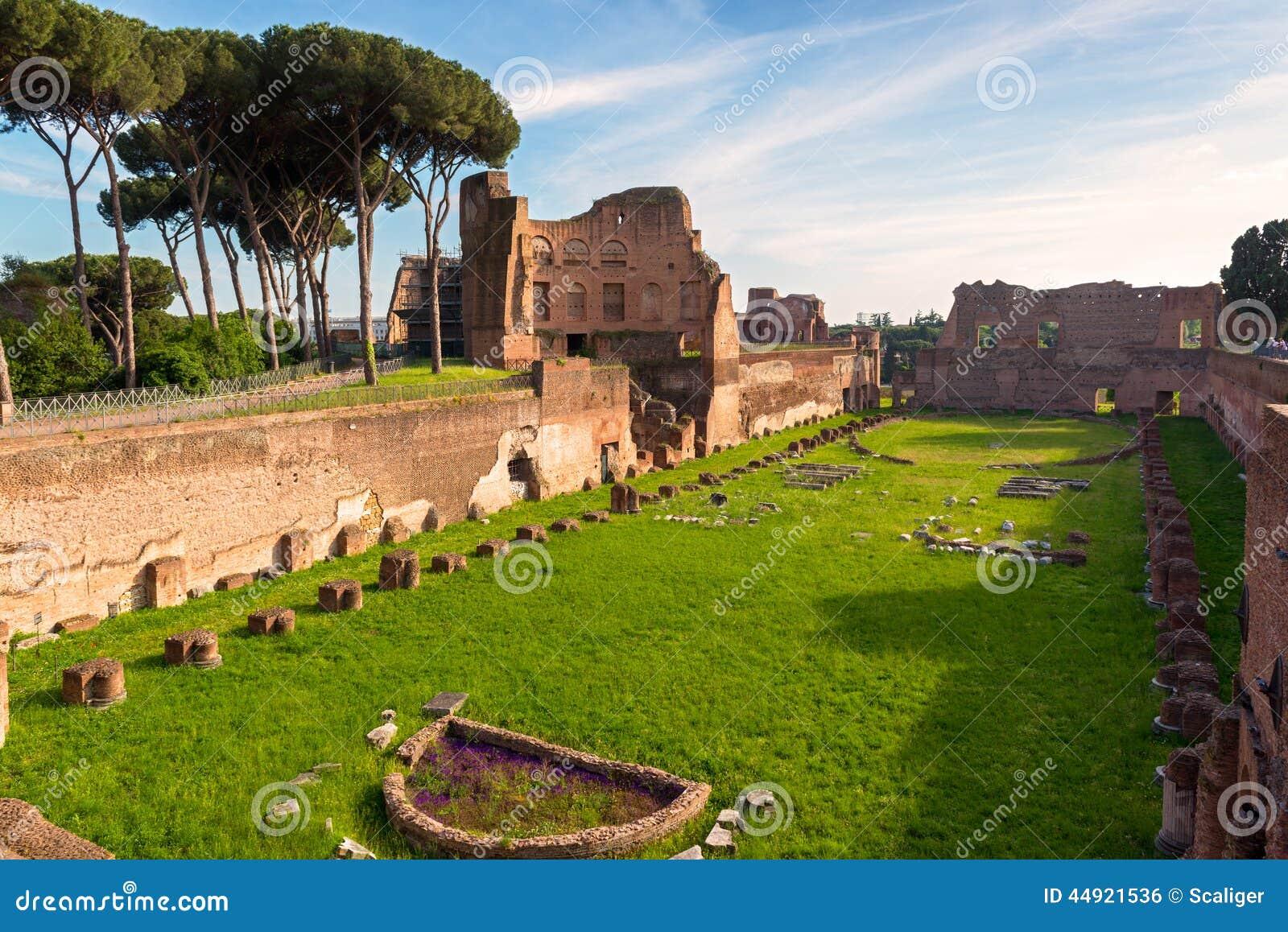 Widok stadium Domitian na palatynu wzgórzu w Rzym