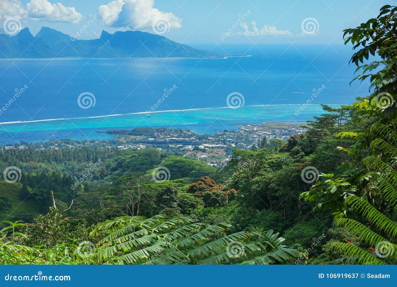 Widok Tahiti z Moorea wyspą Francuski Polynesia
