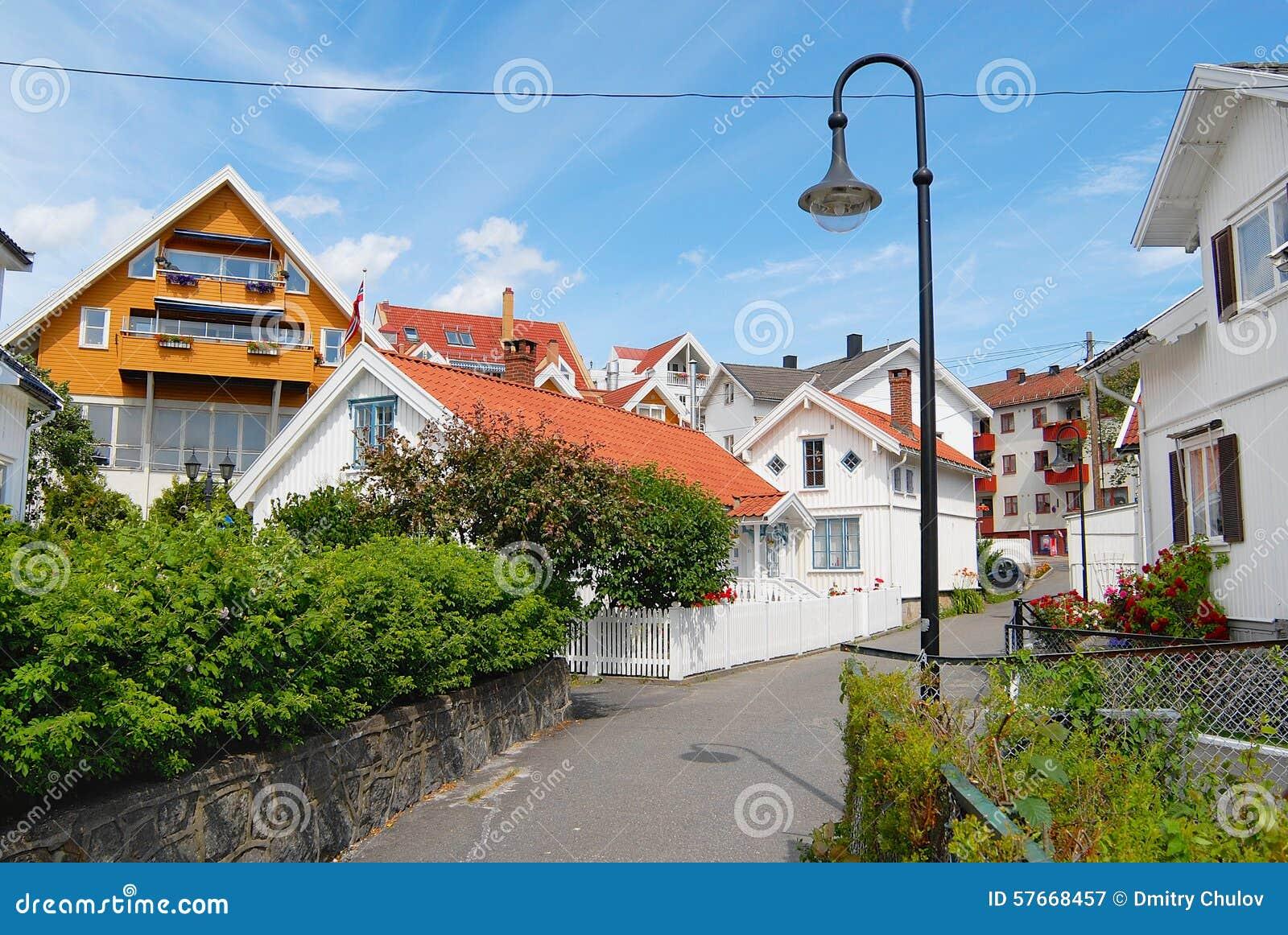 Widok tradycyjni norwegów domy w Frogn, Norwegia