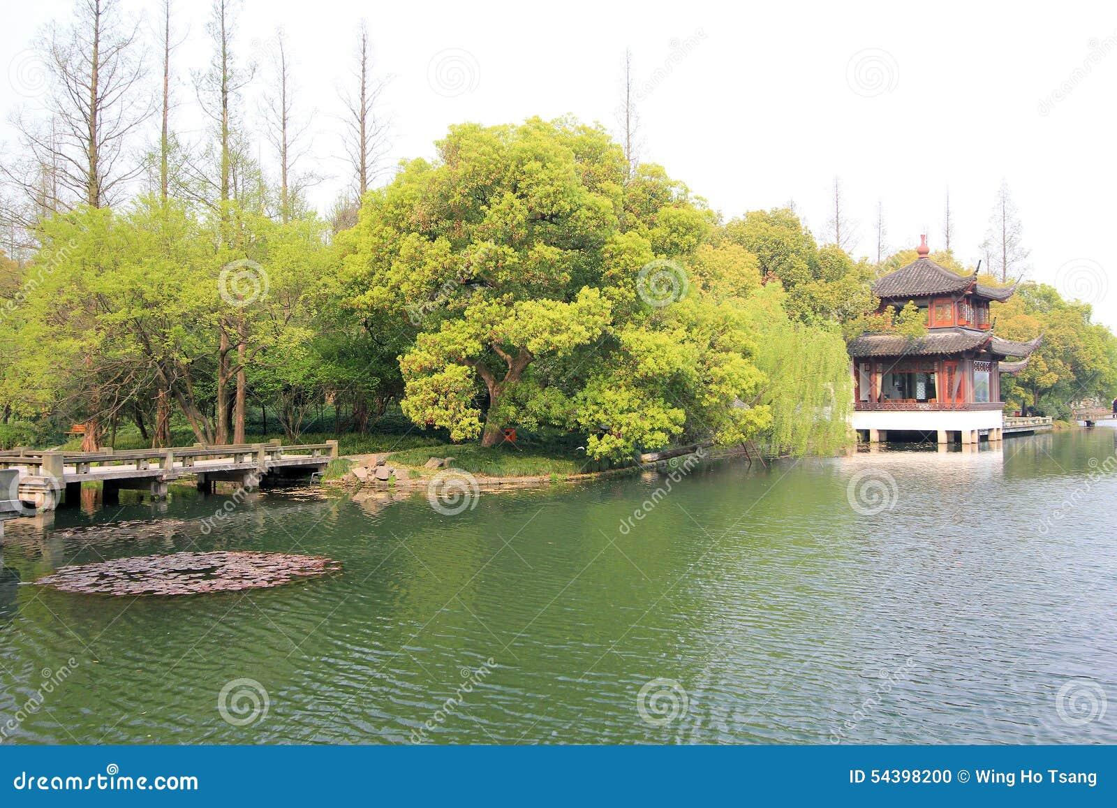 Widok w Zachodnim Jeziornym Kulturalnym krajobrazie Hangzhou