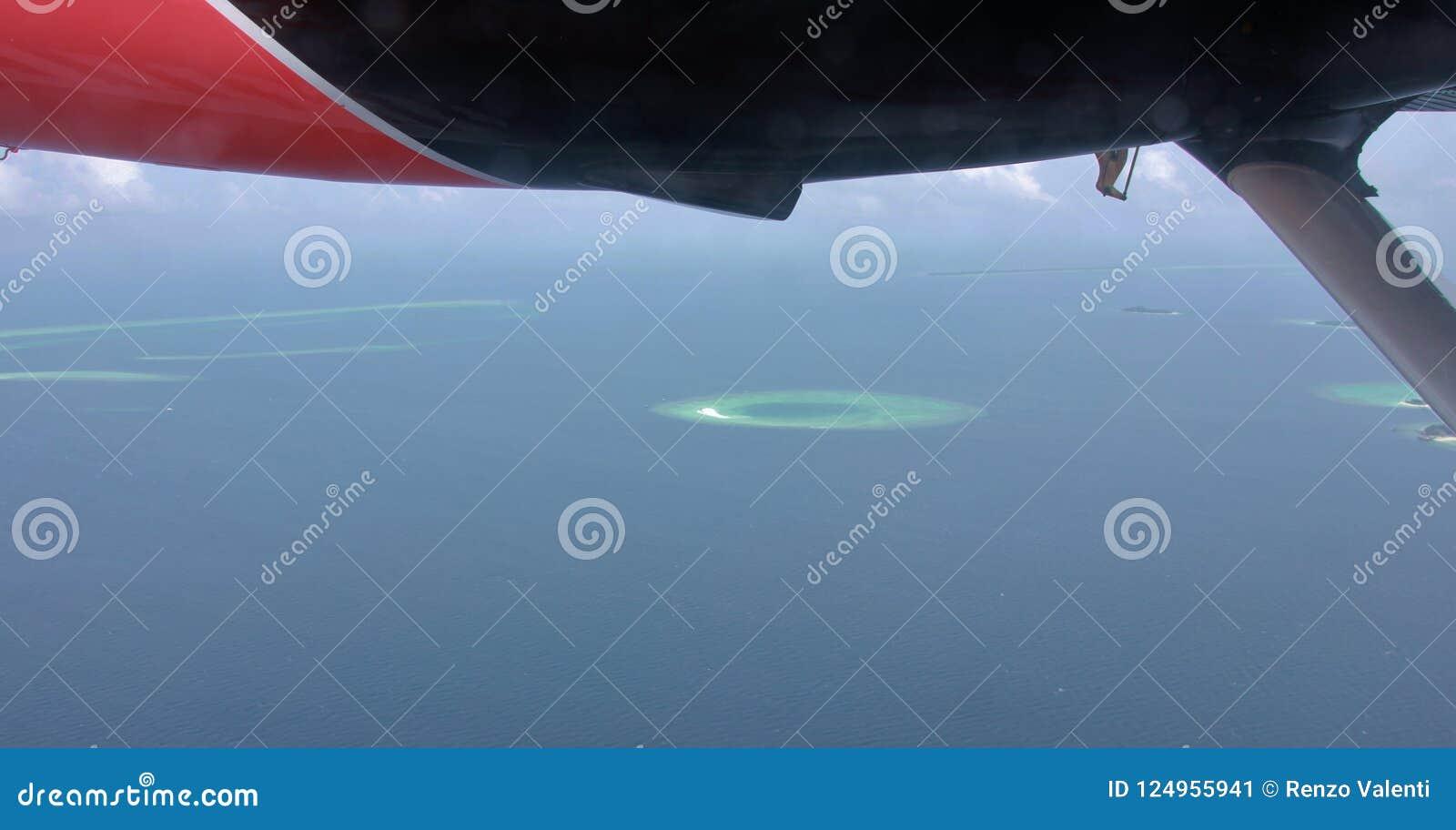 Widok z lotu ptaka atole od hydroplanu, Maldives