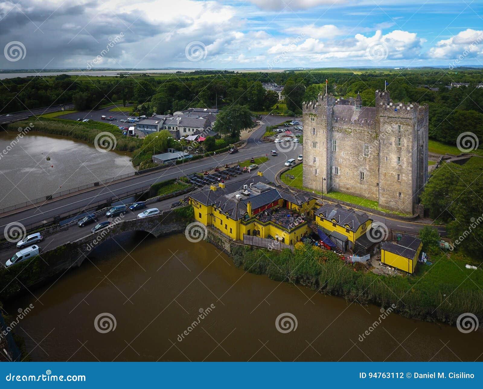 Widok z lotu ptaka bunratty zamku Co clare Irlandia