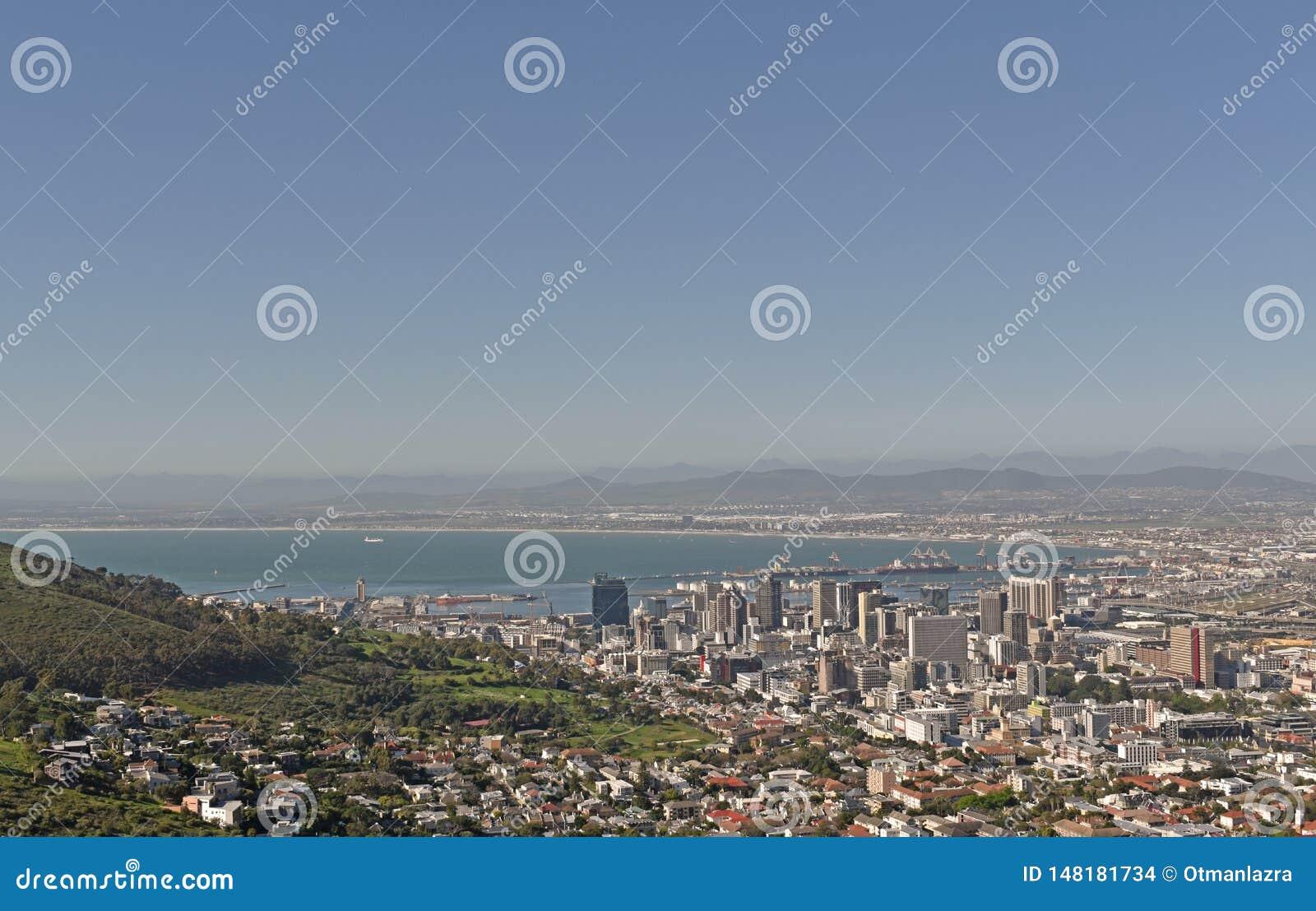 Widok z lotu ptaka centrali dzielnica biznesu Kapsztad jak widzieć od Sygnałowego wzgórza i schronienie