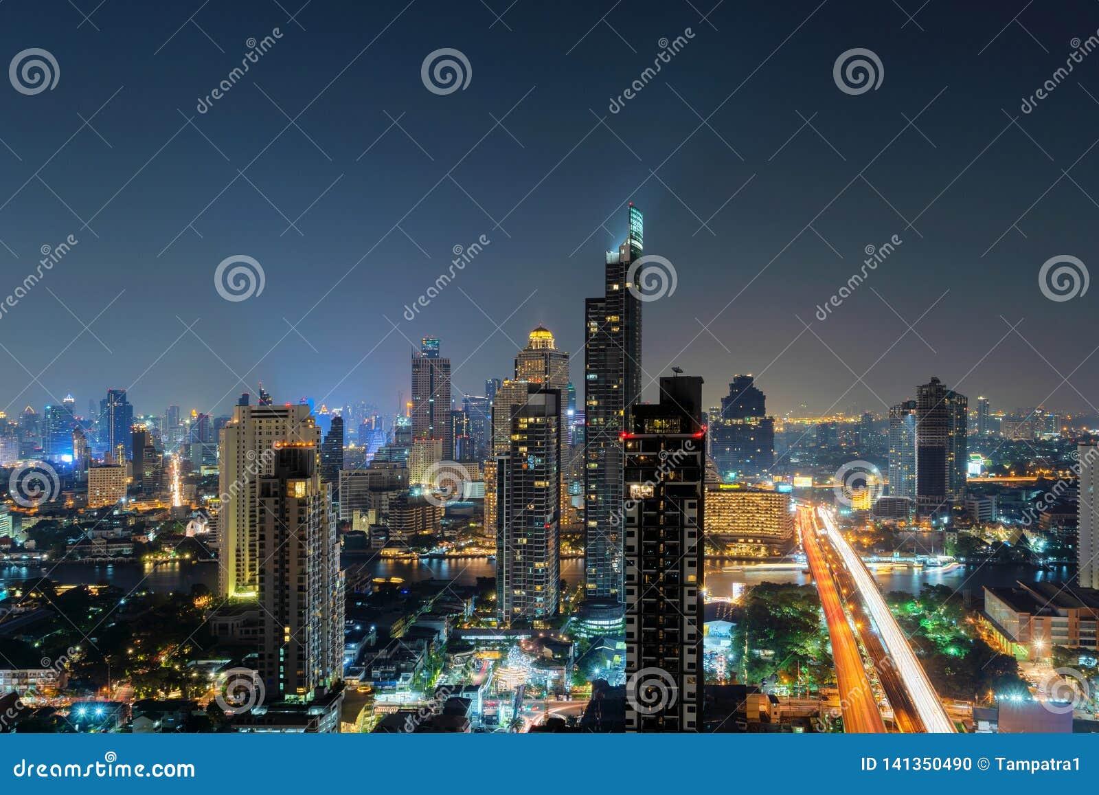 Widok z lotu ptaka Chao Phraya rzeka, Bangkok śródmieście Tajlandia Pieniężny okręg i centra biznesu w mądrze miastowym mieście w