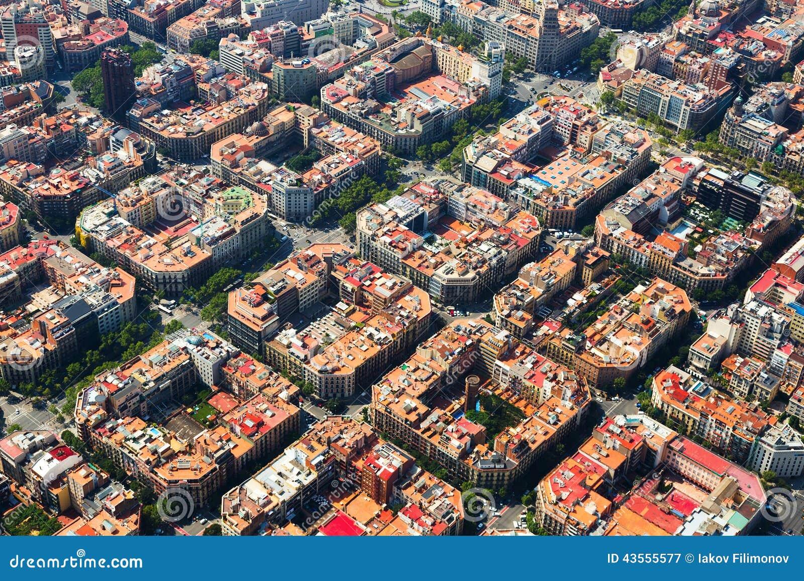 Widok z lotu ptaka Eixample okręg w Hiszpanii
