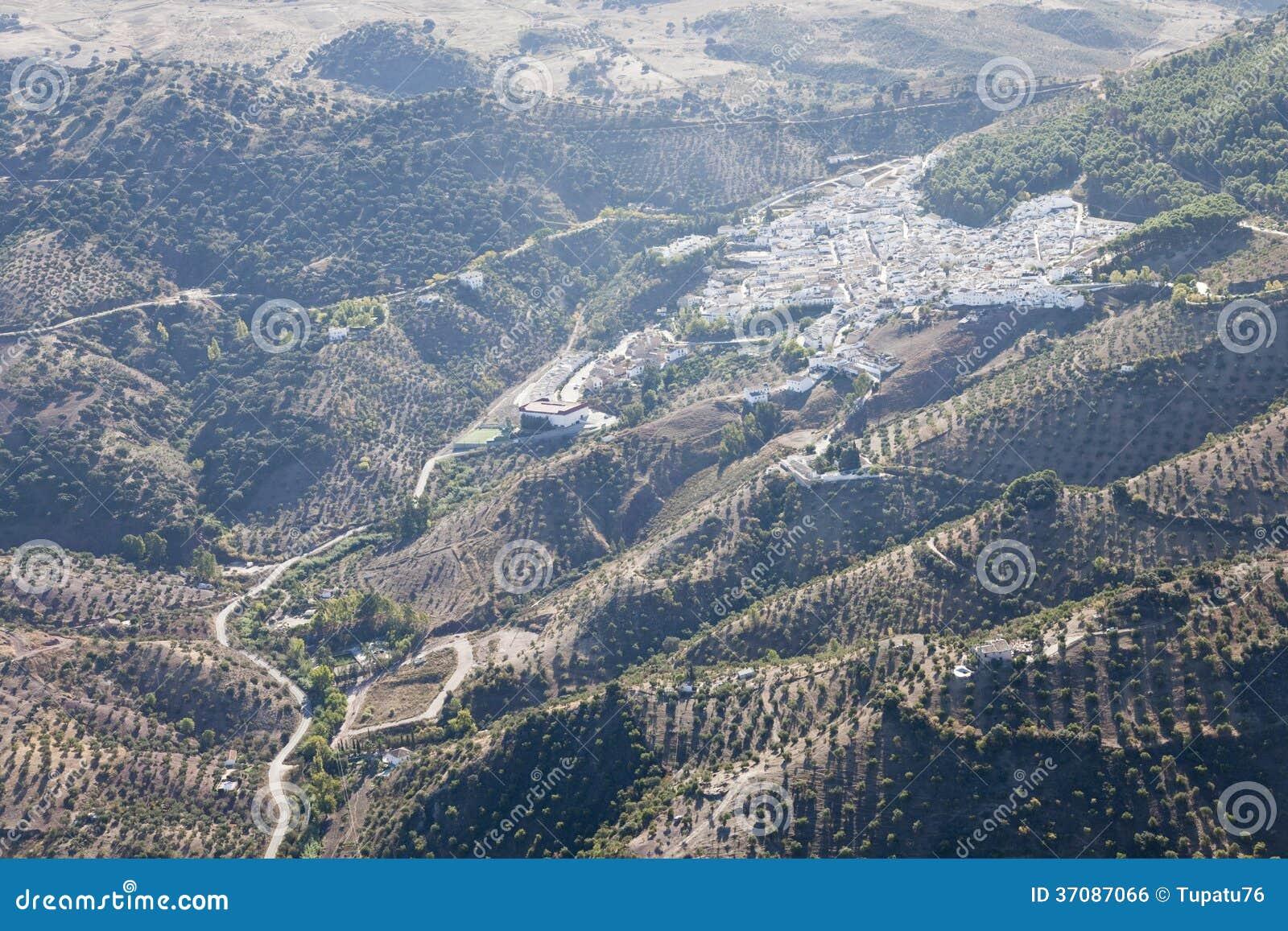 Download Widok Z Lotu Ptaka El Gastor W Andalusia. Zdjęcie Stock - Obraz złożonej z europejczycy, natura: 37087066