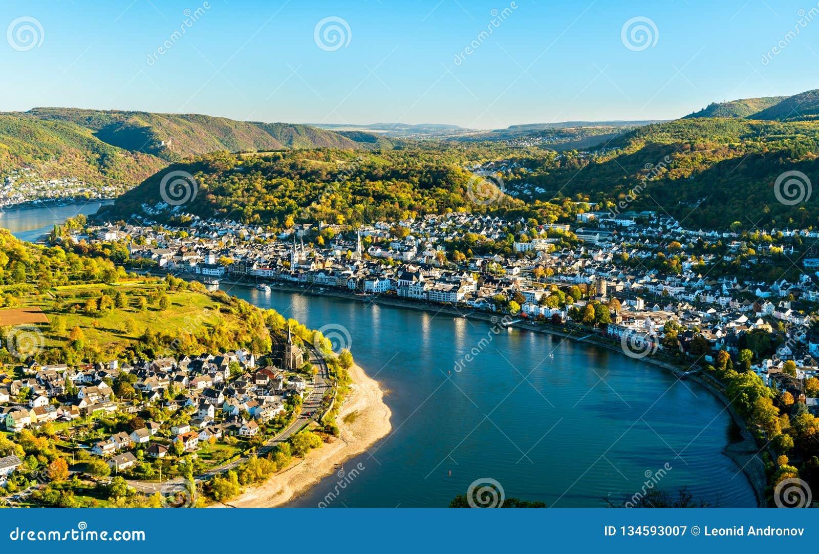 Widok z lotu ptaka Filsen i Boppard miasteczka z Rhine w Niemcy