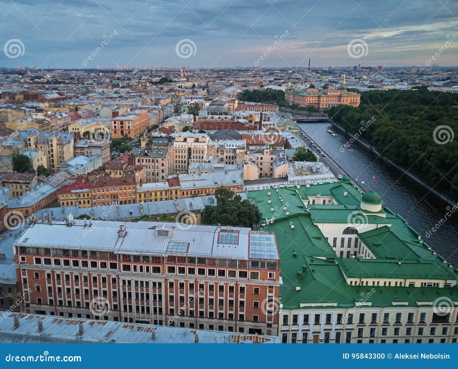 Widok z lotu ptaka Fontanka rzeka i lato ogród, święty Petersburg