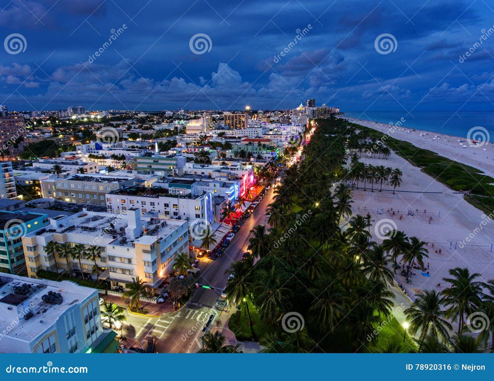 Widok z lotu ptaka iluminująca ocean przejażdżka i południe wyrzucać na brzeg, Miami, Floryda, usa