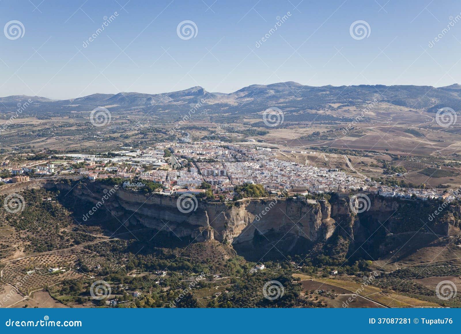 Download Widok Z Lotu Ptaka Miasteczko Ronda. Obraz Stock - Obraz złożonej z góra, miasteczko: 37087281