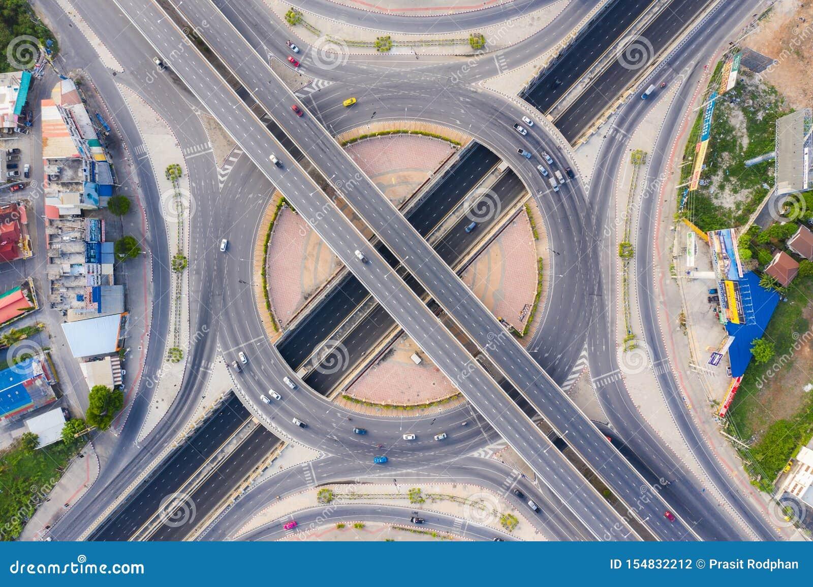 Widok Z Lotu Ptaka Nad Ruchliwie autostrady Drogowi złącza przy dniem Przecina autostrada Drogowy wiadukt Wschodnia Zewnętrzna ob