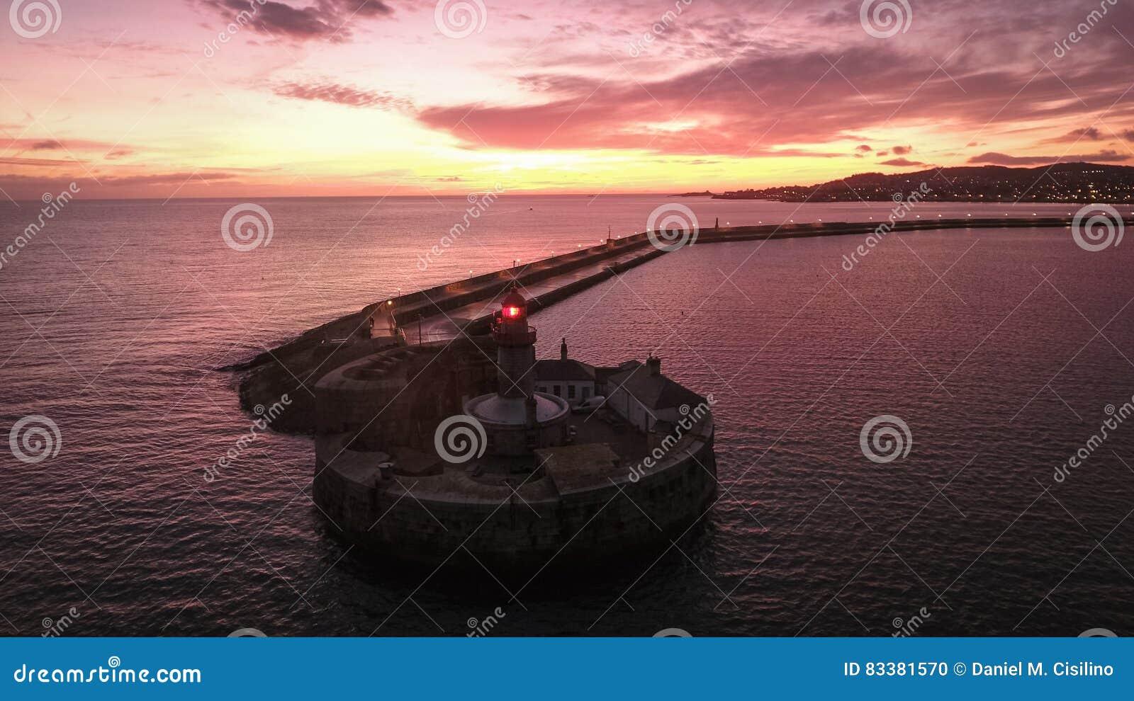 Widok z lotu ptaka Napastuje Laoghaire latarnię morską dublin Irlandia