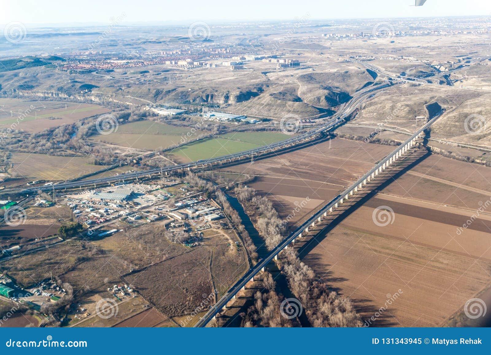 Widok z lotu ptaka R3 autostrada i wysoki prędkość poręcz