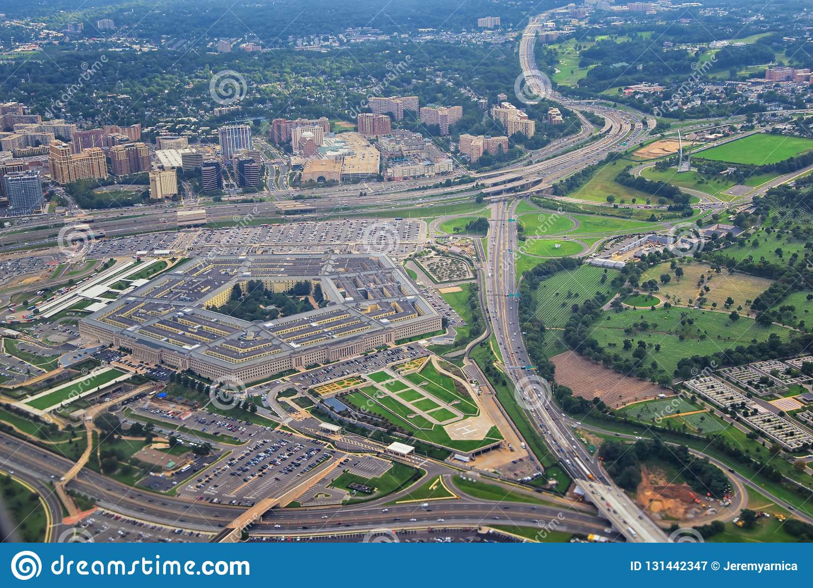 Widok z lotu ptaka Stany Zjednoczone Pentagon departament obrony lokuje w Arlington, Virginia, blisko washington dc, z
