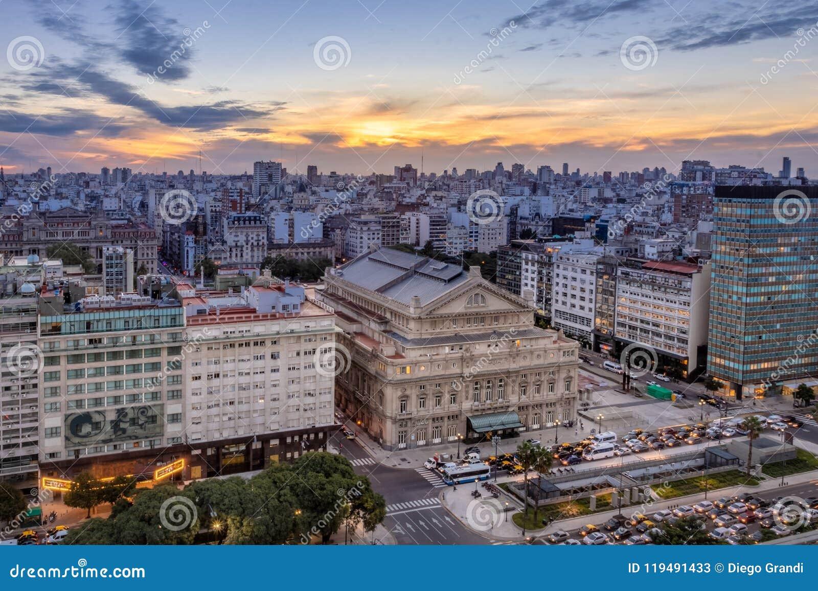 Widok z lotu ptaka Teatro Kolumb Okrężnicowy Theatre De Julio Aleja przy zmierzchem i 9 - Buenos Aires, Argentyna
