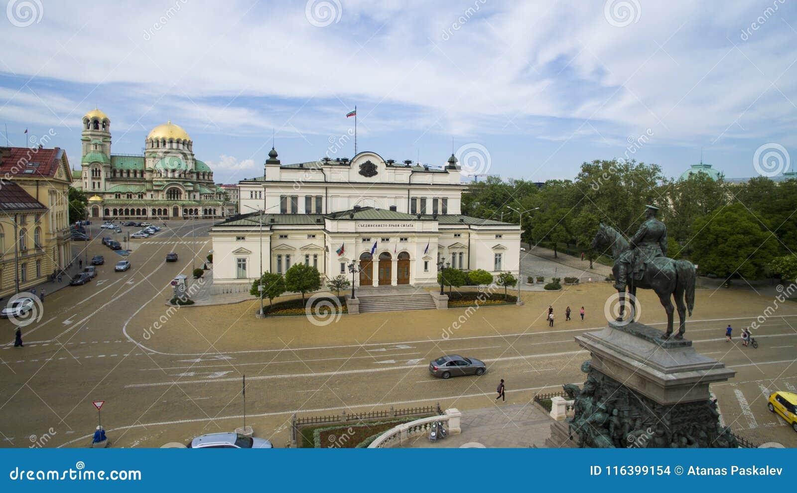 Widok z lotu ptaka Tsar oswobodziciela zabytek i parlament, Maj 1 2018, Sofia, Bułgaria