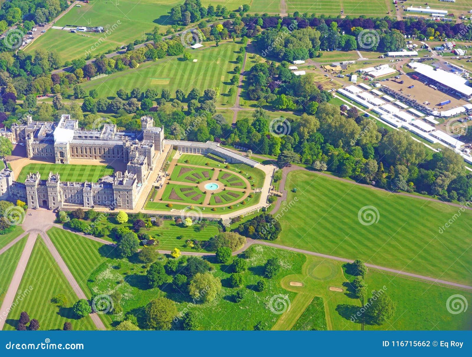 Widok z lotu ptaka Windsor kasztel i inscenizacja dla królewskiego ślubu książe Harry Markle i Meghan