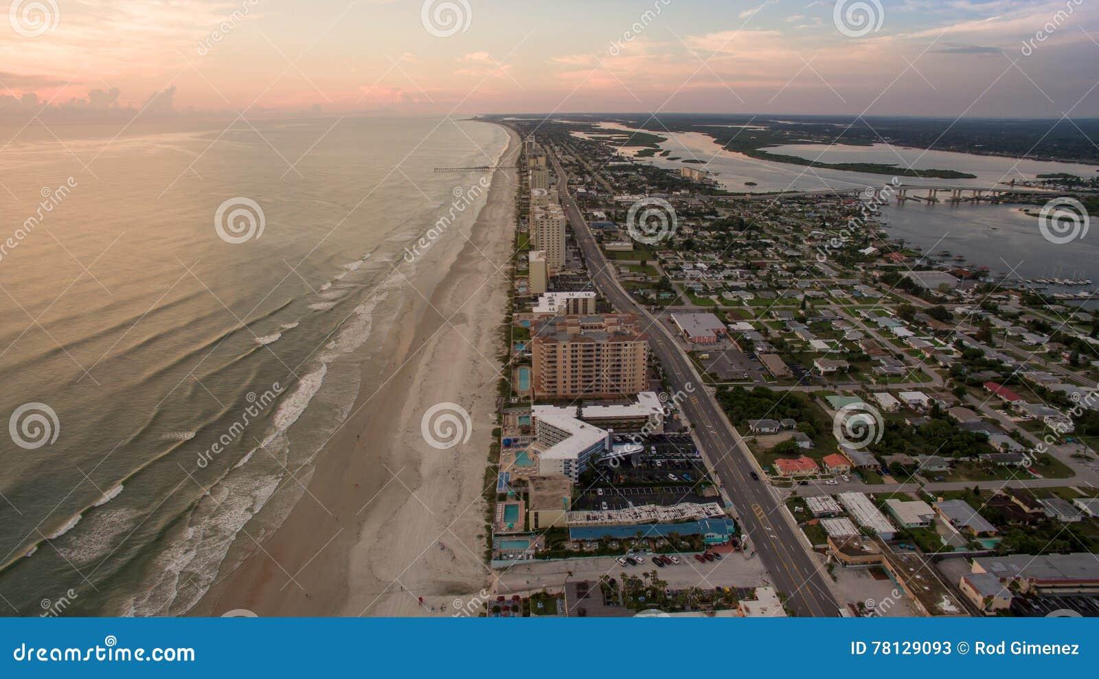 Widok z lotu ptaka wschód słońca w Daytona plaży Floryda