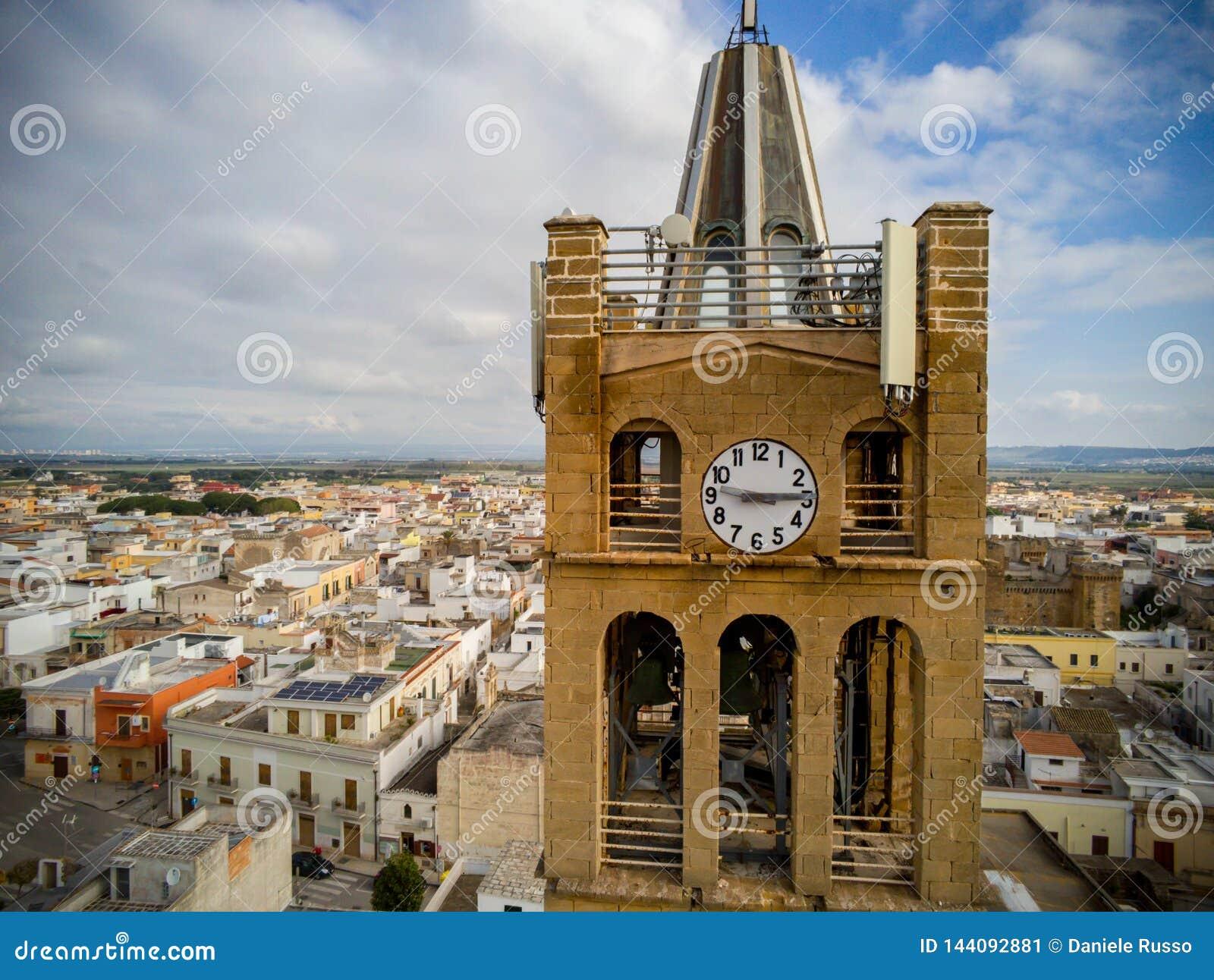 Widok Z Lotu Ptaka zakończenie W górę Dzwonkowy wierza Kościelny Santa Maria losu angeles nowa w Pulsano blisko Taranto