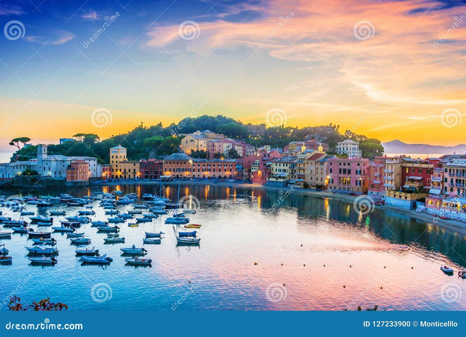 Widok zatoka cisza w Sestri Levante, Włochy